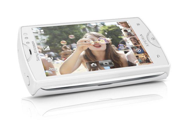obsah balení Sony Ericsson Xperia mini - bílá + flexibilní držák Breffo Spiderpodium